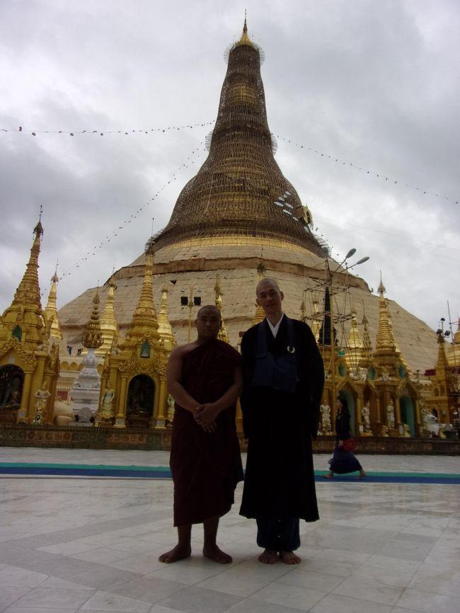 飛行機を乗り継いで仏教の聖地へ巡るミャンマーの旅 その2 ビルマ語は大変だよ(;´Д`)ミャンマーの入国審査 & 路線バスで巡るヤンゴン観光!いざシュエダゴン・パゴダへ