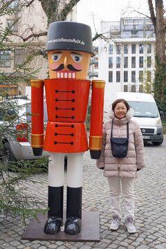 中欧4か国周遊のツアーをクリスマスマーケット巡りとして楽しむ。(3)ドレスデンのクリスマスマーケットでクロイツカムとエミール・ライヒマンのシュトレンを5キロ買い求める。