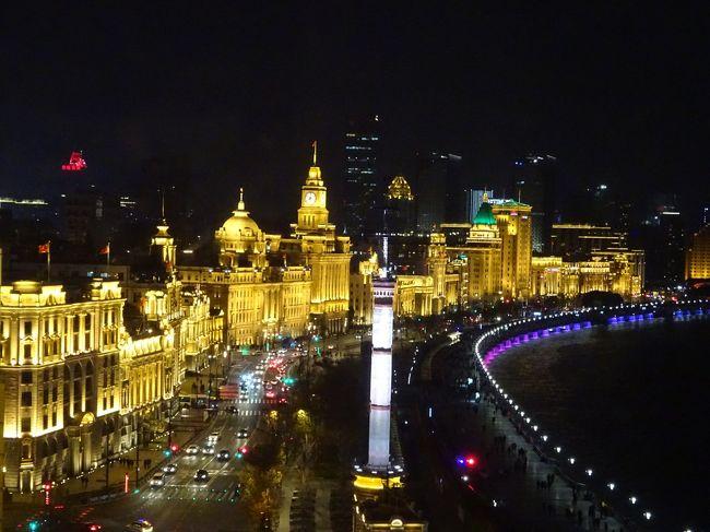 「冬休みどっか行かへん?」と友人に誘われました。が、ヒマはあってもお金がないpacorin、消去法的に行き先を上海に決めました。<br />休みを2日フライングゲットして、南京や紹興・杭州へのプチトリップを入れつつ、個人旅行で旅してきました。<br /><br />この旅行記は旅の2日目、日帰りの南京から戻ってきて夕食を食べに行った様子と、翌日ホテルを移動して外灘でまったり過ごした様子です。<br /><br /><旅程><br /><br />12/27 14:10 関空 MU516 15:55 上海浦東<br />           (上海マリオット・ホテル・シティセンター泊)<br />12/28 南京日帰り旅行 (上海マリオット・ホテル・シティセンター泊)<br />12/29 上海      (レ スイート オリエント・バンド上海泊)<br />12/30 紹興・杭州   (JWマリオット・ホテル杭州泊)<br />12/31 杭州→上海    (レ スイート オリエント・バンド上海泊)    <br />1/1 上海       (レ スイート オリエント・バンド上海泊)<br />1/2 ディズニーリゾートへ移動    (トイ・ストーリー・ホテル泊)<br />1/3 上海ディズニーランド      (トイ・ストーリー・ホテル泊)<br />1/4 10:00 上海浦東 MU515 13:10 関空