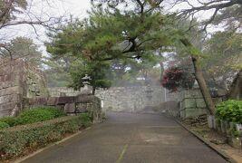 2018暮、大分と福岡の名城巡り(29/31):12月21日(5):久留米城(5):篠山神社、高石垣、落葉焚、ブリジストン通り