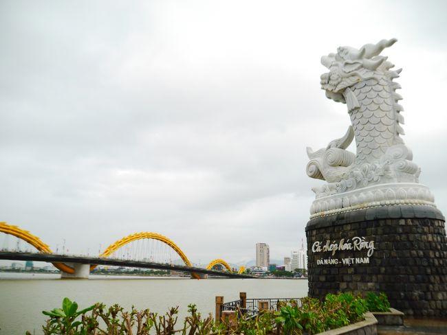 2018→2019、年末年始を久しぶりに海外で(*´▽`*)<br />行き先は、ベトナム中部のホイアン・ダナン♪♪<br />ハノイとホーチミンには以前訪問したけど、中部は初めて!<br /><br />8月半ば、日本旅行から「リゾートコレクション ダナン6日間」を予約。<br />思い切り雨季で、やっぱりお天気に恵まれませんでしたが…<br />したかったことは全部できたので、充実感はいっぱいです★<br /><br />関西空港9:45発<br />~ハノイ・ノイバイ空港乗り継ぎ~<br />ダナン空港19:10着(ベトナム時間17:10)<br /><br /><1日目>関西空港~ダナン空港→プルマンダナンビーチリゾート<br /><2日目>ミーソン遺跡→ホイアン(オプショナルツアー)<br /><3日目>ダナン市内観光→ホテルでカウントダウン<br /><4日目>ホテル周辺街歩き→ホイアン(特典)<br /><5日目>五行山→最後の買い物&街歩き→帰国(6日目)<br /><br />宿泊先:プルマンダナン ビーチリゾート(4泊)<br /><br />ダナン空港20:30発(日本時間22:30)<br />~ハノイ・ノイバイ空港乗り継ぎ~<br />関西空港7:20着<br /><br />5日目は…1月2日!<br />いよいよ最終日!<br />○プルマンダナンで最後のモーニング&ランチ。<br />○五行山と洞窟で軽く登山。<br />○ヴィンコムとハントウで最後の買い物。<br />○川沿いを歩いて、ロン橋とカー・チェップ・ホアロンへ。<br />○いよいよ帰国!<br /><br />よろしければ、読んでみてください(^^)