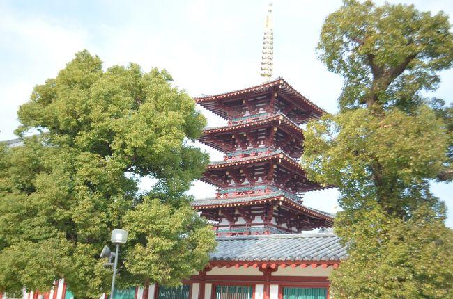 聖徳太子ご建立の四天王寺は、「日本仏教最初」という石柱が示すように、難波の地に造られた大伽藍が残るお寺です。境内は、一つの街とも言えるほどの広さです。見所も多いので、一通り参拝するだけでも半日がかりになりそうです。