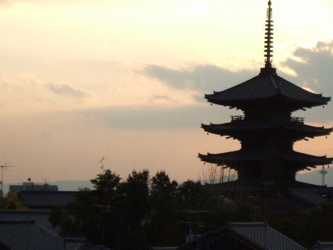 お正月飲み過ぎ&食べ過ぎました。<br />カロリー消費のため昨日(大阪お散歩)に続き今日は京都をお散歩します。<br />よってウォーキング>観光です。<br />三十三間堂~豊国神社~六波羅蜜寺~六道珍皇寺~えびす神社~禅居庵~建仁寺~安井金比羅宮~京都霊山護國神社~高台寺~寧々の道~円山公園をまわりました。