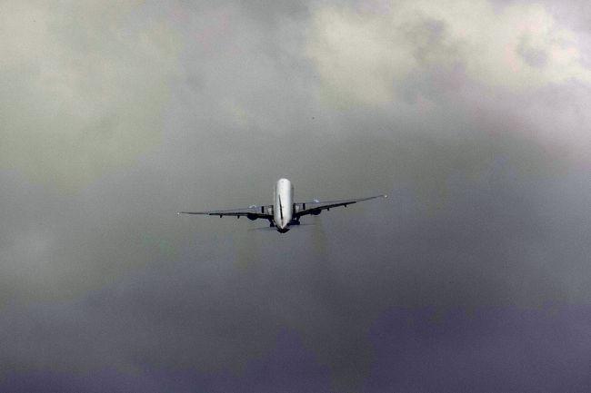 フランス旅行最終日。日本への直行便はお高いので香港経由便。香港で乗り継ぎ名古屋に向かいます。<br />パリを飛び立った時、機長のアナウンスで「香港は現在台風が来ています。遅れの可能性もあります」とのことでした。無事に香港で乗り継げたのでしょうか。<br /><br />前の旅行記・・・パリ出発編<br />https://4travel.jp/travelogue/11446575<br /><br />香港国際空港のページ<br />http://www.hongkongairport.com/<br /><br />□9月8日 名古屋から香港<br />□9月9日 香港からパリ、パリ散策<br />□9月10日 ルーブル美術館、エッフェル塔<br />□9月11日 モンマルトル散策、ムーランルージュ<br />□9月12日 ベルサイユ宮殿、凱旋門、シャンゼリゼ通り<br />□9月13日 モンサンミッシェル(泊)<br />□9月14日 モンサンミッシェルからパリ・モンパルナス<br />□9月15日 ルーブル美術館、オルセー美術館、エッフェル塔<br />□9月16日 パリから香港<br />■9月17日 香港から名古屋