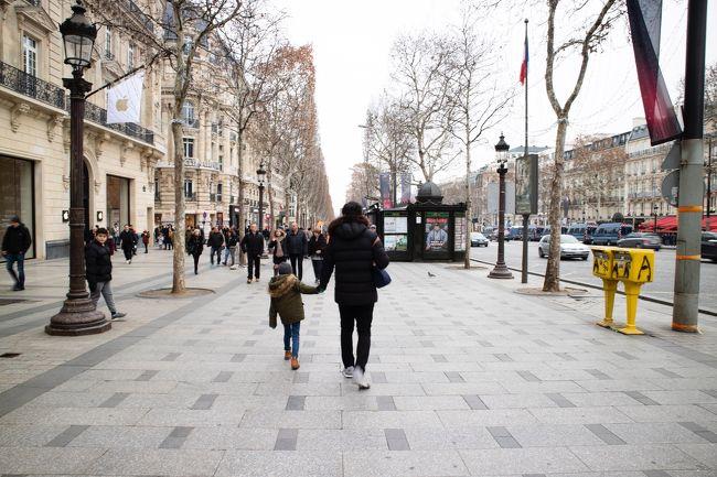 【DAY3】12月29日 土曜日<br /><br />2018年12月27日~2019年1月3日の日程で家族3人パリに行ってきました。<br /><br />夫(自分):初ヨーロッパ、初パリ(旅行初級者)<br />妻:何度目かのパリ、旅行の前に妊娠発覚!(旅行玄人)<br />息子(小1):2度目の海外旅行<br /><br />初めてのビジネスクラスとパリの街並み巡り。<br />デモと治安に怯えながら目一杯楽しみました!<br /><br />夫婦それぞれの視点で旅行記書いてます。<br />妻の旅行記はこちら↓<br />https://4travel.jp/travelogue/11440774
