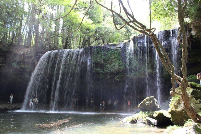 九州へ旅するお友達と合流し、一緒に熊本阿蘇山へ。出発の福岡でレンタカーを借り、女子3人で日帰りドライブ旅をしました。小国の滝で癒され、大観峰で雄大な自然を見て、阿蘇神社で参拝し、再び福岡へ。最後は博多名物もつ鍋で打ち上げしました。<br />阿蘇ドライブコースの参考になれば幸いです。