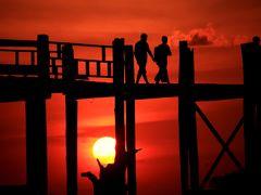 ミャンマー 黄金の三角形の旅 1 マンダレー・ウーベイン橋からの夕日