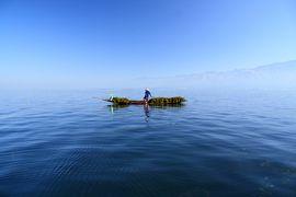 ミャンマー 黄金の三角形の旅 3 インレー湖ボートツアー午前 五日市で帽子を買って、蓮の生地の値段にビビる