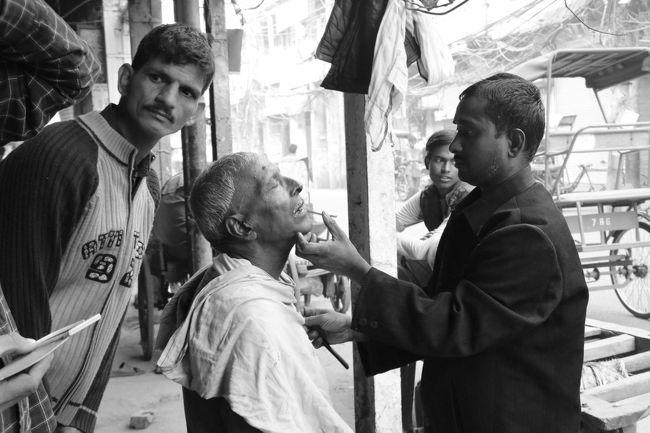 大好きな国インドを数回旅した後、しばらく足が遠のいていました。<br />行きたいけど…インドへ行くなら気合いが必要かもしれない…。<br />「インドを訪れる人は、インドに呼ばれた人」と何かで読んだような?<br />久々にインドに呼んでもらえたと、ワクワクしました(@^▽^@) <br />広大な国土を何度かに分けて旅し、今回はラジャスタン地方のジョードプルとジャイサルメール、デリーの北の地方のハリドワール、合間にデリーです。<br />インド好きな私の自己満足な内容になってしまい、どうぞご了承下さい(*^-^*)<br />~~~~~☆~~~~~☆~~~~~☆~~~~~☆~~~~~<br />11月24日 成田→仁川(Korean Air) ソウル泊<br />11月25日 ソウル→デリー(Korean Air) デリー泊<br />11月26日 オールドデリー散策 デリー→ジョードプル(Air India) ジョードプル泊<br />11月27日 ジョードプル散策 ジョードプル→ジャイサルメール(公共バス) ジャイサルメール泊<br />11月28日 ジャイサルメール散策 ジャイサルメール泊<br />11月29日 ジャイサルメール散策 ジャイサルメール泊<br />11月30日 ジャイサルメール→ジョードプル(列車) ジョードプル散策 ジョードプル泊<br />12月1日  ジョードプル散策 ジョードプル→デリー(Jet Airways) デリー泊<br />12月2日  デリー→ハリドワール(列車) ハリドワール散策 ハリドワール泊<br />12月3日  ハリドワール散策  ハリドワール泊<br />12月4日  ハリドワール→デリー(列車) デリー散策 デリー→仁川(Korean Air) <br />12月5日  仁川→成田(Korean Air) <br />