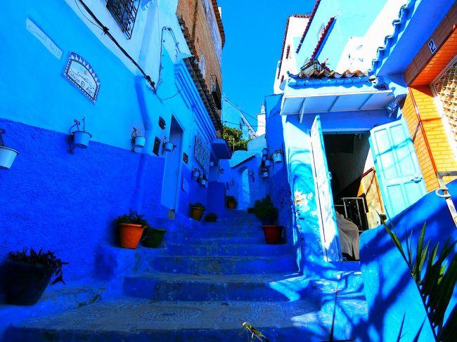 青い街のシャウエン。<br />テトゥアン観光の後、じっくりとシャウエン観光。<br />街中全部が青。