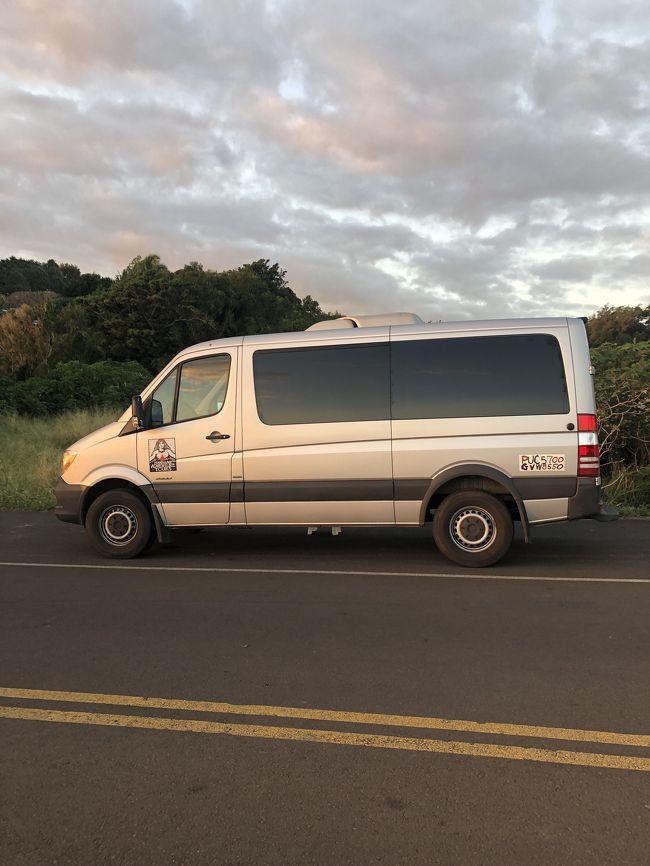 朝4時55分にシェラトンコナの正面玄関集合にて、夕方まで、12時間半、500キロの旅でした (^^)
