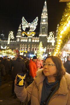 中欧4か国周遊のツアーをクリスマスマーケット巡りとして楽しむ。(10)市庁舎と旧市街のマーケットを巡り、グリーヒェンバイスルでディナー。
