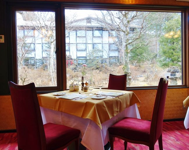 """クラシカルな """"万平ホテル"""" の朝 <br />ここでは時間もゆっくり過ぎてゆきます<br />すべてが穏やか・・・ こんな時空に体を休める不思議な贅沢感<br /><br />『冬の軽井沢あそび』<br /> (1) 冬のいちごを食べまくって、オリンピック アイスアリーナへ<br /> (2) ジョン・レノンが愛したクラシックホテル『万平ホテル』へ<br /> (3) 『万平ホテル』の朝をまったりして、旧軽銀座をお散歩<br /> (4) ジョン・レノンの昼食を頂き、大賀ホールで『綾戸智恵』のJAZZライブ<br /><br />"""