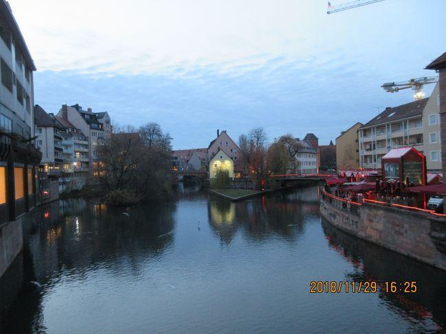 前回、ニュルンベルクのクリスマスマーケットに来たのは8年前、2010年11月、東日本大震災の前年の年でした。<br />私はまだ66歳(若い!)の時でした。<br /><br /> その時は、フランクフルトに6泊、ミュンヘンに7泊でした。<br />ミュンヘンに7泊したので、ニュルンベルクのマーケットが気に入って、2回も出かけました。<br /><br />何故、気に入ったかというと屋台の食事が美味しかった。そしてあの時はニュルンベルグできり買えなかった、キャンドルスタンドが有ったからでした。 <br /><br /> そんな思い出が有ったので、行きました。<br /><br />あらまあ!マーケットの開始前でした!<br /><br />11月29日(木曜日)のこと。<br /><br />勿論!調べなかった私が悪いのです!<br /><br /> でも、今回感じたのは、開催の時期が遅くなっている?<br /><br />ヨーロッパの状況が変化してきているのは、あちこちでで感じました。<br /><br />そのために開始時期が遅くなっているように感じましたが・・・。<br /><br />(私のような年寄りが感じていたことが、帰国してからの事件で現実のものと知りました。<br /><br /><br /> さあ、ニュルンベルグを目指して・・・出発と思いましたが<br />何回目かの街です。ニュルンベルグの旧市街地はコンパクトにまとまっているので、半日も有れば十分に回ってこれます。<br /><br /> なので、シュベービッシュ・ハルの出発を遅くらせて、午前中はもう一度ハルの街を散歩しました。<br /><br />お昼近くに、ニュルンベルグに向けて出発です。<br /><br /> ニュルンベルクのホテルにチェックインしてから、旧市街地に出かけましたが、長くなってしまったので、旅行記を分けました。<br /><br /><br />結果として今回の旅程<br /><br /> 11月25日(日)  羽田発NH223便  フランクフルト到着15:40<br />             マンハイムで乗り換えハイデルベルグへ<br /> <br /> 11月26日(月)  マンハイム  フランス・ストラスブール散策 <br />           マンハイム市内散策 <br /><br /> 11月27日(火)  ハイデルベルグ見学後、シュベービッシュ・ハル<br /><br /> 11月28日(水)  シュベービッシュ・ハル見学 <br />            シュトットガルト散策 →シュベービッシュ帰着<br /><br /> 11月29日(木)  シュベービッシュ・ハル ~ ニュルンベルグ<br /> <br /> 11月30日(金)  ニュルンベルグ ~ ドレスデン<br /><br /> 12月1日(土)  ドレスデン ~ ライブツィヒ ~ ドレスデン<br /><br /> 12月2日(日) ドレスデン見学<br /><br /> 12月3日(月) ドレスデン ~ ミュンヘン<br /><br /> 12月4日(火) ミュンヘン市内周遊 20:00 羽田へ向けて出発<br /><br /> 12月5日(水) 羽田 15:40 到着