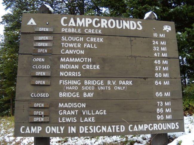 レンタカーでキャンプをしながらアメリカの国立公園を旅行しました。雨は降るし、雪や雹も降り、とにかくとんでもなく寒かったです。<br /><br />雪の中、イエローストーン国立公園をドライブします。