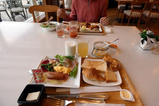 エクシブ山中湖ではコンベンションホール富士のバイキングが一般的ですが、繁忙期にはイタリア料理 ルッチコーレで洋食バイキングの朝食が楽しめます。<br /><br />洋食バイキングは、普段食べられないような変わった料理も出るので、この日はルッチコーレの洋食バイキングの朝食を予約しました。<br />