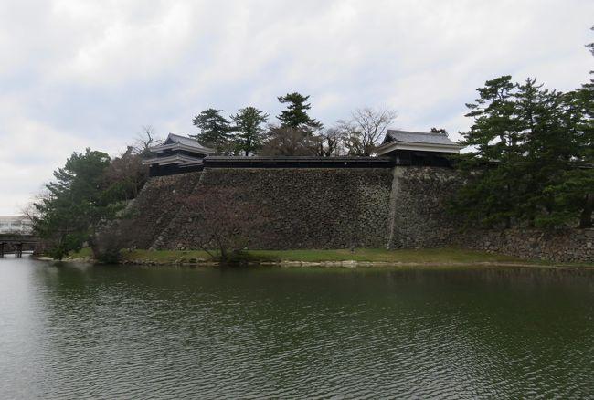 山陰の名城巡りです。島根県松江市にある松江城は、天守が国宝指定された5城の内の最後のお城です。先に天守閣が国宝となった4城は、犬山城、松本城、彦根城と姫路城です。因みに現存天守は、全国で12箇所です。