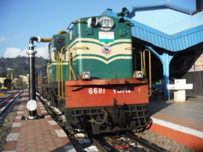 南インドの旅行記です。写真はウーティ駅のニルギリ鉄道出発前の光景です。<br />1/25:エアアジア、バンコク経由でチェンナイに移動<br />1/26~27:バンガロール<br />1/28:マイソール<br />1/29:ウーティ<br />1/30:コインバトール<br />1/31~2/2:コーチン<br />2/3:トリバンドラム<br />2/4~6:コバラムリゾート<br />2/6~8:マドライ<br />2/9~10:チェンナイ<br />2/11:バンコク経由で成田に帰国<br />本編(4)はウーティからコインバトールへの旅行記です。月3本でアップする予定です。