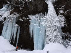 最近人気の氷瀑「庵滝」へ雪山ハイキング (日光1日目)