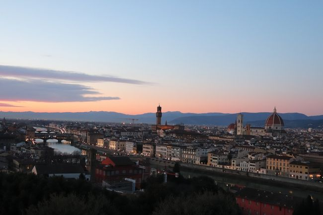 プラハに留学中です。<br />年末年始に日本から友達がやってきてくれたので、イタリアはベネチアとフィレンツェを訪れました!<br />フィレンツェといえば、やっぱり食と芸術◎<br />