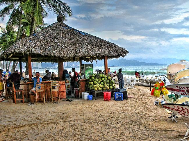 ダラットから北東へ約140km。<br />東シナ海に面したビーチエリアのニャチャンに来ました。<br /><br />ムイネーより少し規模を大きくした程度のビーチリゾートかと思ってたら、なんのなんの、約7kmに及ぶニャチャンビーチの道路沿いには大型ホテルが立ち並び、ロシア人やフランス人、中国や韓国からの団体観光客たちを迎える大賑わいの観光地でした。
