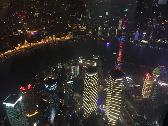「冬休みどっか行かへん?」と友人に誘われました。が、ヒマはあってもお金がないpacorin、消去法的に行き先を上海に決めました。<br />休みを2日フライングゲットして、南京や紹興・杭州へのプチトリップを入れつつ、個人旅行で旅してきました。<br /><br />この旅行記は旅の6日目と7日目の午前中、お正月(といっても中国では普通の祝日)を上海でまったり過ごした様子です。写真が大量ですのでさらっとご覧ください。<br /><br /><旅程><br /><br />12/27 14:10 関空 MU516 15:55 上海浦東<br />           (上海マリオット・ホテル・シティセンター泊)<br />12/28 南京日帰り旅行 (上海マリオット・ホテル・シティセンター泊)<br />12/29 上海      (レ スイート オリエント・バンド上海泊)<br />12/30 紹興・杭州   (JWマリオット・ホテル杭州泊)<br />12/31 杭州→上海    (レ スイート オリエント・バンド上海泊)    <br />1/1 上海       (レ スイート オリエント・バンド上海泊)<br />1/2 ディズニーリゾートへ移動    (トイ・ストーリー・ホテル泊)<br />1/3 上海ディズニーランド      (トイ・ストーリー・ホテル泊)<br />1/4 10:00 上海浦東 MU515 13:10 関空