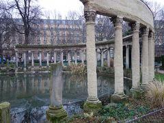 パリを歩く(4.1) 今日のアサイチはモンソー公園。ここも私の好きなところです。