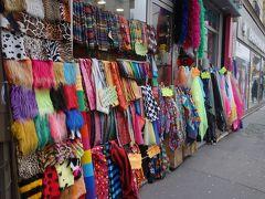パリを歩く(4.6) モンマルトルは生地屋さんの街。好きな人にはたまらない一角です。