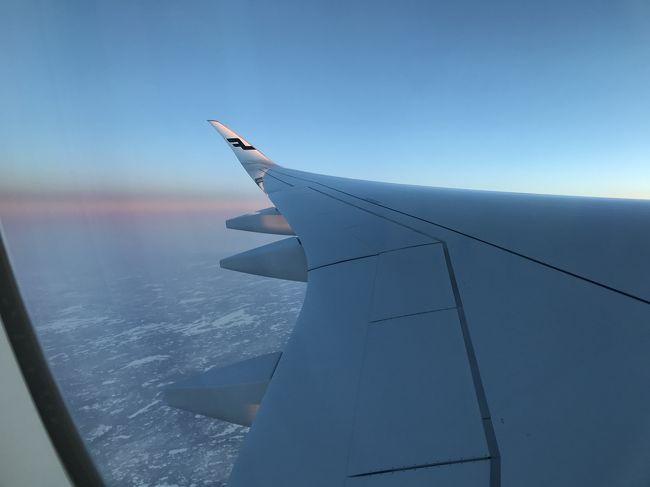 2月に新婚旅行でフィンランドのロヴァニエミとヘルシンキに行ってきました。<br /><br />成田空港のトラブルで飛行機が2時間半遅れるというトラブルからスタートした旅。。<br />ロヴァニエミに行くためにヘルシンキでの乗り換えがもともと長かったので予定のフライトに乗り換えることができました。<br /><br />オーロラチャンスは2度だけだったのに、初日は移動で疲れて寝てしまう失態!しかし、2日目に参加したオーロラツアーで幸運にもオーロラを見ることができました!!