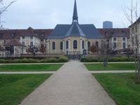 パリを歩く(5.2) 奇跡のメダイ教会へ行く。いや,教会ではなく裏庭です。すてきな公園です。