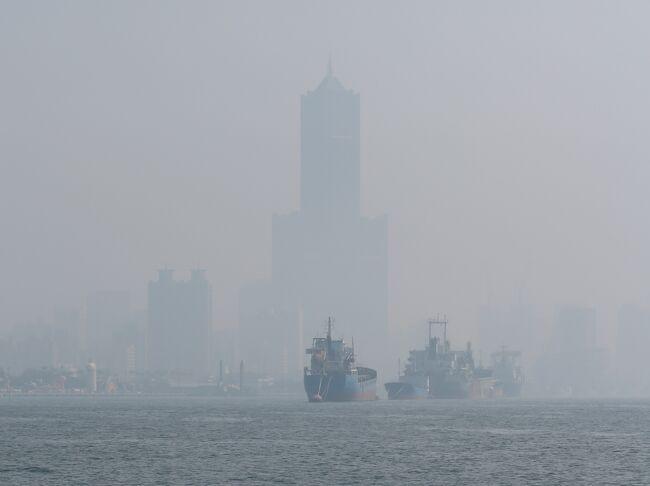 夏に台北を旅行した際、「エルニーニョ現象のため今年は暖冬になるかも」とニュースでやっていたので、いつもは台北に滞在しているのですが、せっかくなので高雄に滞在してみました。確かに気温は高かったものの、台湾南部の大気汚染は例年通りでちょっとテンション低めでした。