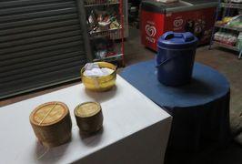 2019早春、ベトナムとラオスの旅(9/28):2月14日(2):ルアンパバーン(6):暗い内からの托鉢、托鉢用の炊立てご飯、早朝の朝市見学