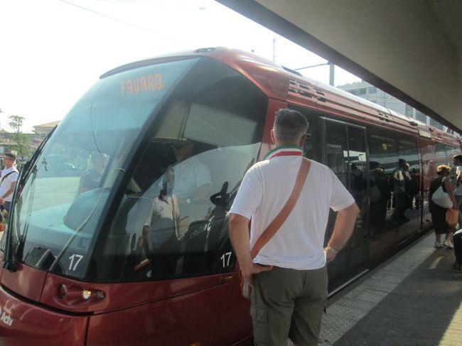 Veneziaに2泊したあと<br />Trieste、Bolognaをそれぞれ1泊して<br />再びVeneziaに戻って3泊の旅<br /><br />18回目はお土産を買うためメストレ往復トラム編(2017.6.23)<br /><br />ヴェネチア本島にもスーパーはあるけど<br />リベルタ橋を一本レールのトラムにも乗りたいので<br />メストレまで行ってみた。