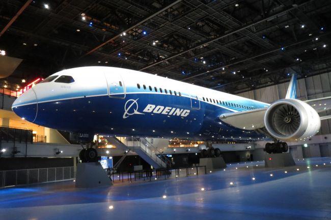 FLIGHT OF DREAMS(フライト・オブ・ドリームズ)は、<br />ボーイング787初号機の展示をメインとした<br />新感覚飛行機テーマパークです。<br /><br />1)フライ ウィズ 787 ドリームライナーは、787実機と館内空間をダイナミックに使用した映像と音のショー。<br />建物の壁と床の境界がなくなり、現実空間が消え、やがて作品世界に没入し、まるで飛行機と一緒に飛んでいるかのように感じます。<br /><br />2)ボーイングファクトリーは、世界最大規模の航空機組立工場であるボーイングのエバレット工場にいるかのような体験ができるコンテンツです。<br /><br />4)奏でる!紙ヒコーキ場は、紙ヒコーキを折って光のゲート空間に飛ばし、遊びながら飛ぶしくみへの好奇心を高めるコンテンツです。どうすれば紙ヒコーキが飛ぶのか、自ら手を動かし、何度も試し考えながら紙ヒコーキを折って飛ばします。紙ヒコーキが光に触れると空間全体の色が変わり、音が響きます。<br /><br />6)ZA001コックピットは、ボーイング787初号機であるZA001のコックピットを実際に見学することができます。飛行中の状態をリアルに再現し、まるでコックピットに乗り込んだかのような体験をすることができます。<br /><br />9)B787シミュレーターは、ボーイング787型機のコックピットをリアルに再現したシミュレーターです。インストラクターの指導で、ボーイング787型機の本格的な操縦に挑戦します。<br /><br />10)シアトルテラスは、ボーイング創業の街、シアトルをテーマとしたエリアです。<br />入場無料で飛行機の間近でシアトル本場の人気メニューやショッピングを楽しめます。