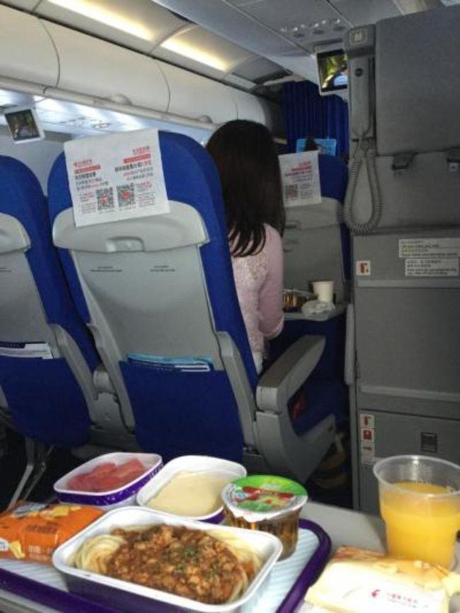 2017年中国街歩き第一弾。<br />元上司が湖北省武漢に赴任になり、いる間に訪ねてみよう!となりちょっと奥まで足をのばしてみた。<br />武漢滞在後は第2の故郷、上海へ。<br />懐かしの空港朝食メニューをいただき、朝便で帰国。また近いうちに来るよ!<br />