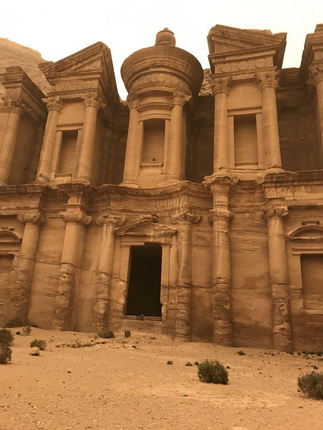 確かにインデイジョーンズ映画で、世の中凄い所があるんだ!って前から思って居たけど、ほぼ全道制覇して思う事は、これってツアーじゃ行かないよね!って事<br /><br />今迄ボロブドゥールやエジプトやとにかく多くの遺跡を見て来たが、なんと一番凄かった!!<br /><br />此処見たら、他の場所がちゃちく見えます!<br /><br />ちなみに帰国したら私の自宅PCの調子が悪く、普段はPC編集してましたが、色々触っても写真でさえ読み込んでもらえず、ヤフーサイトも見えません(号泣)<br /><br />尚且つ、多分飛行機内で感染したらしく、帰国翌日夜から体調悪く、翌日家庭医に掛かったら、インフルB型だった…宣告受ける前は大した事ないかも…だったけど、その翌日から発熱、頭痛、寒気、今日は節々の激痛…勘弁してくれ~~って!程ですが、せめて少しでも旅行記出したく、スマホからスマホ内の写真使用で書きました。<br /><br />編集も出来ず、写真集も少ないですが、NO2も書きますので、宜しかったら覗いて下さい。<br />