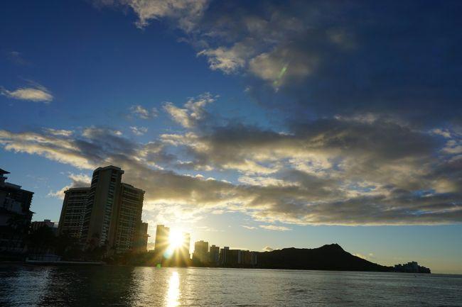 オアフ島に昼過ぎ到着。<br />チャーリーズタクシーでホテルへ向かいます。<br />チェックインを済ませ、早速ワイキキビーチへ。<br /><br /><br />翌朝6時に起床。ワイキキビーチで日の出を待ちます。<br /><br />カカアコ地区へ行きます。<br /><br /><br /><br />