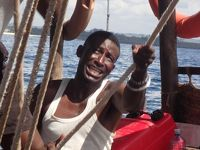 風に吹かれて スワヒリ・コースト ダウ船の旅 �シモニでケニアの出国手続き