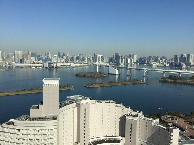 ラウンジ付きじゃないけれど、夜はバーでカンパイしてそのままお部屋で爆睡、翌朝のビュッフェではレインボーブリッジを目の前にして最高の朝食でした。「東京の高級ホテルの朝食ってこんなにおいしいんだ!」<br />とびっくりしたホテルステイでした。
