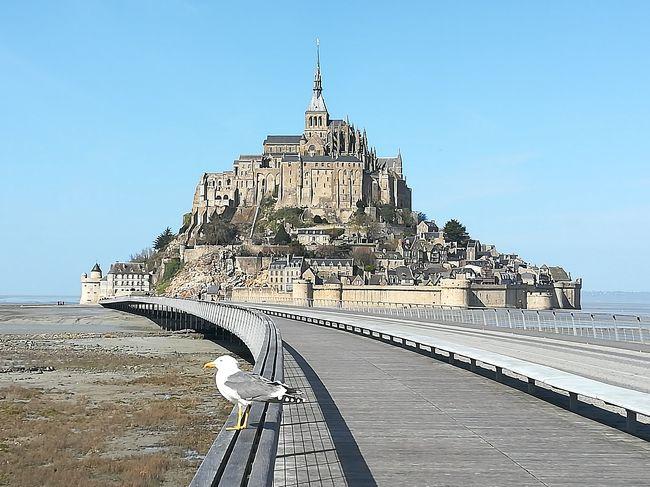 久しぶりに10連休がとれたので、海外へ。自由気ままな一人旅です。<br /><br />旅のスケジュール予定<br />◆1日目 東京→パリへ移動<br />◆2日目 パリ初日<br />◆3日目 パリ2日目<br />◆4日目 モンサンミッシェル<br />◆5日目 ブルターニュ初日<br />◆6日目 ブルターニュ2日目<br />◆7日目 パリ3日目<br />◆8日目 パリ4日目<br />◆9~10日目 パリ→東京へ移動