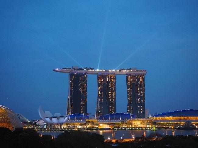 2019年――平成最後、そして新元号元年のこの年に、とうとうJGC修行に手を出してしまいました。王道のOKA-SINタッチと最近主流のクアラルンプール発券を組み合わせて、FOP修行で解脱を目指します。<br /><br />初めてのシンガポールとマレーシア。修行といえどもしっかり観光も楽しむ所存。ガイドブックを見て興味をもったので「プラナカン文化に触れる旅」をこの旅の裏テーマにしました。<br /><br />まずはシンガポールへ、3泊5日の旅。現地で2泊、時間にして約48時間の滞在です。<br />&quot;多文化共生社会&quot;の先頭を行く(と思われる)シンガポール。狭い国土にそれぞれ独特の文化が息づいていました。<br />一方で、&quot;観光立国&quot;とはまさにこのことといったエンタメも充実。<br />初めて訪れた私は、シンガポールの持つエネルギーになんだか圧倒されました。行くたびに違う顔が見れそうな、そんな魅力的な国でした。<br /><br />----------<br /><br />◆シンガポール編 3日目PM<br />午前中はマーライオンパークやカトン地区に行ってアクティブに過ごしましたが、午後は博物館巡りをしました。<br />訪れたのは、ナショナルギャラリー、プラナカン博物館。そしてちょっと覗いた国立博物館。<br />外の暑さをしり目に、涼しい館内で芸術や文化、歴史に触れて、硬くなった右脳を刺激するのは、国内で慣れない育児に追われる身となった私にとって、とっても贅沢な時間の使い方でした。<br />更に夜は、シンガポールの夜景を見ながら優雅にグラスを傾け、心身ともにリラックス♪<br />たったの半日ですが、濃厚なマイナスイオンミストシャワーをたっぷり浴びたかのように、この旅一番の心潤う時間となりました。<br /><br />【旅程】<br />1日目 3/8(金)秋田→伊丹→那覇<br />2日目 3/9(土)那覇→羽田→シンガポール<br />3日目 3/10(日)シンガポール<br />4日目 3/11(月)シンガポール→クアラルンプール→機中泊<br />5日目 3/12(火)成田→羽田→那覇→羽田→秋田<br /><br />【航空券】<br />3/8<br /> ・9:55 秋田→11:20 伊丹 JAL2172便<br /> ・15:00 伊丹→17:10 那覇 JAL2087便<br />3/9<br /> ・7:30 那覇→9:45 羽田 JAL900便<br /> ・10:50 羽田→17:30 シンガポール JAL37便<br />3/11<br /> ・16:35 シンガポール→17:40 クアラルンプール AirAsia714便<br /> ・22:50 クアラルンプール→(機中泊)<br />3/12 <br /> ・6:35 成田 JAL724便<br /> ・11:00 羽田→13:50 那覇 JAL909便<br /> ・15:55 那覇→18:15 羽田 JAL914便<br /> ・18:55 羽田→20:00 秋田 JAL167便<br /><br />【ホテル】<br />チャビラホテル那覇 1泊(5,830円)<br />ibis Singapore On Bencoolen 2泊(22,468円)<br /><br />※レート<br />1シンガポールドル=85.04円(JAL Global WALLET利用時のレート)