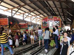 痺れるカオス地帯を体験、線路の闇市・メークロン市場