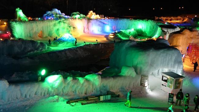 層雲峡滞在の⑤は、網走から層雲峡温泉までの移動と、層雲峡氷瀑まつり・もんべつ流氷まつり(氷像だけ)・少し旭川の旅行記です。<br /><br />層雲峡温泉のホテルは、ホテル大雪。<br />層雲峡氷瀑まつりは、花火や餅まきなどの演出あり、氷の世界あり、すべり台などのアトラクションありで、とても賑わっていました。<br />もんべつ流氷まつりは終わった後の訪問でしたが、氷像はそのまま残っていて見ごたえがありました。<br />