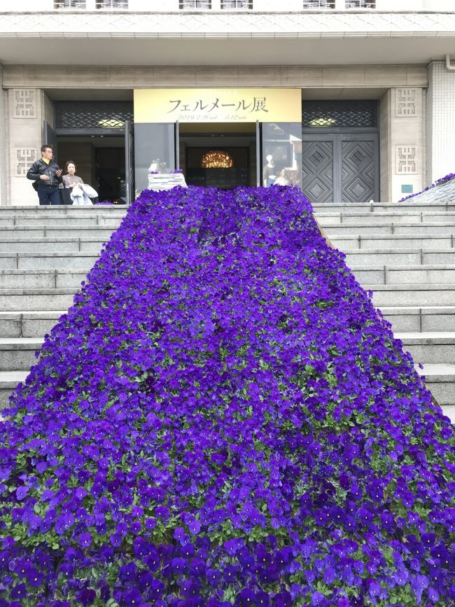 3月下旬の土曜日、天王寺にある大阪市立美術館で開催中の『フェルメール展』に行ってきました。<br /><br />現存するフェルメール作品35点のうち6点が一堂に会し、西日本最大級の展示とのこと。<br /><br />でも東京だと9点も来てたのに、大阪は少ないのね…( ̄▽ ̄;)<br /><br />しかもルイ・ヴィトン特製トランクでやって来た『牛乳を注ぐ女』は大阪には来ないなんて~(;ω;)<br /><br />仕方ない、日本初公開の『取り持ち女』と大阪展だけの『恋文』を堪能しましょ♪<br /><br />見終わったら軽く休憩して梅田へ移動。<br /><br />阪急百貨店のフランスフェアに立ち寄ったら『サラ・ベルナールの世界展』を開催していたので、ついフラフラと・・・<br /><br />どちらも内部は撮影禁止だったのでほとんど写真はありません(ノ_<)