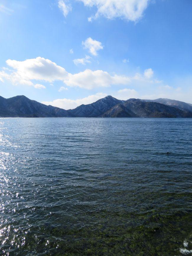 冬の青春18きっぷを利用しての日光への旅。<br />JR日光駅からは中禅寺温泉フリーパスを使って、華厳の滝&中禅寺湖の観光へと向かいました。
