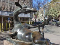 バルセロナを歩く (1.5) 「キリンのマハ」を見に行く。私には,キリンではなく,ウマに見えます。