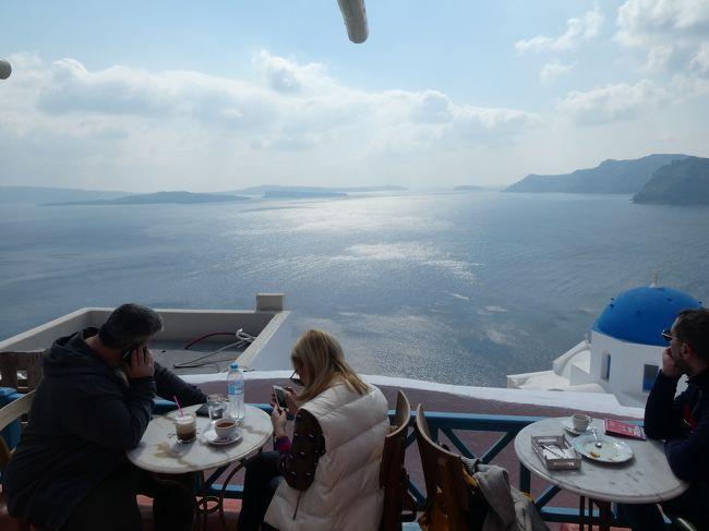 エーゲ航空のゴールド会員維持のため年間4便以上のエーゲ航空に乗る為にサントリーニ島へ行ってきました。<br />季節外れのサントリーニ島はレストランやお土産屋さんは元よりホテルまでほとんどお休みでしたがその分空いていて良かったです。へへへ