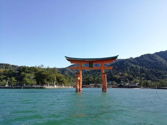 年末の日本里帰り、今回は家族は同行しないということで、一人旅決定!<br />せっかくなので、高齢の叔母に会ってこようと松山行き決定。<br />あと昔から一度行って見たかった宮島を加えて、3泊4日で思いっきり楽しんできました♪<br /><br />2018年12月<br />26日:羽田到着、羽田泊。<br />27日:朝 JAL にて松山へ。叔母に会い、道後温泉に行き、松山泊。<br />28日:朝松山観光港からスーパージェットで広島経由宮島へ。<br />29日:午前宮島観光、午後錦帯橋観光、のはずが1日丸々宮島観光・・・そして広島へ。<br />30日:昼前広島発羽田へ。<br /><br /><br />旅行記2冊目は、満潮時(28日)&干潮時(29日)の厳島神社です。<br />
