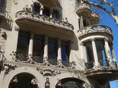 バルセロナを歩く (1.6) グラシア通りのお散歩。ガウディ,プッチ,モンタネールの建築を比較。