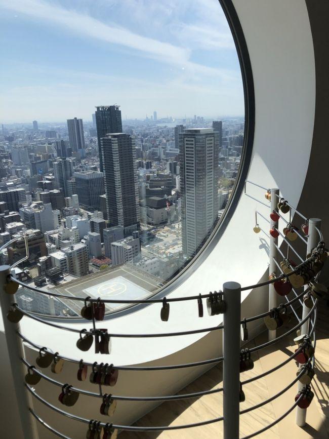 大阪の街並みを一望できる地上173mの連結超高層ビルです。360度の大パノラマが広がります。入場料がちょっと高いですが屋上からの景色を眺めてください。